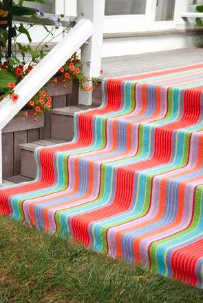 Exterior striped runner